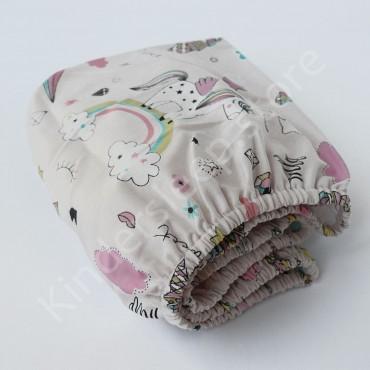 Простынь на резинке в коляску 76x32 Сатин «Радужные единороги» Серо-розовый