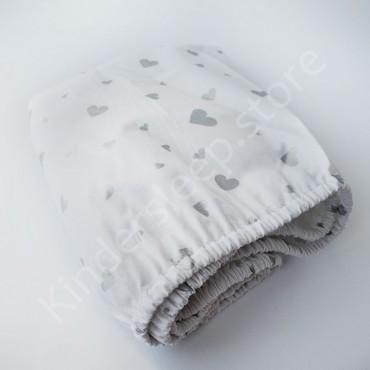 Простынь на резинке в коляску 76x32 Бязь «Серебряные Сердца с глиттером» Белый