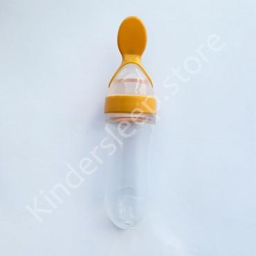 Бутылочка для кормления силиконовая с ложечкой и колпаком, Желтая 90 мл